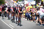 Mit einem beispielhaften Mannschaftszeitfahren powerte BMC Racing Team zum Etappensieg. (Foto: © ASO/Pauline Ballet)