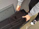 Am Äußeren der Tasche sind mehrere Griffe angebracht, sodass du das EVOC BMX Travel Bag praktisch in jeder Situation gut tragen kannst