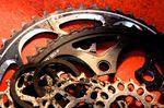 Abgenutzte Antriebskomponenten vermindern deine Leistung können mitunter zur Gefahr werden.