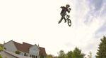 Marcus Christopher ist zwar erst 11 Jahre alt, aber schon ganz groß im Jumpboxbusiness. In diesem Video greift er für Kink Bike Co. tief in seine Trickkiste.