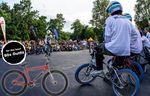 Der Mensch mit dem besten Oldschooloutfit nimmt bei BMX Cologne 2015 ein Fairdale-Fahrrad mit nach Hause