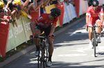 Andre Greipel (LottoNL Soudal) guckt, was sich hinter ihm abgespielt hat. Der deutsche Sprinter wurde dritter. (Bild: Sirotti)