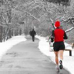 Laufen stimuliert dein Herz-Kreislauf-System. Zudem schont es deine Gelenke und ist gut für die Knochen.