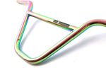 Der MVP BMX Lenker von KHEbikes ist sehr leicht, trotzdem erstaunlich günstig und jetzt außerdem im Oil-Slick-Colorway erhältlich.