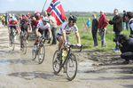 Paris-Roubaix 2016: Peter Sagan vor Fabian Cancellara. Foto: Sirotti