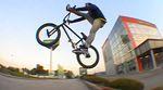 BMX aus Wien: Mit Kevin Wollek durch die Straßen der österreichischen Hauptstadt und am Prater-Plaza wird auch mal vorbeigeguckt. Mehr dazu im Video.