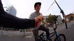 Die Jungs von Vullhabnx haben sich von Köln nach Düsseldorf aufgemacht, um ein paar Clips zu filmen. Mit dabei waren Louis Zimmer und Ben Makrane.