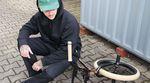 Kaum zurück aus Kalifornien hat sich Felix Prangenberg ein neues Rad zusammengeschraubt, an dem es einige interessante Prototypen zu entdecken gibt.