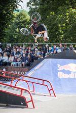 Flip über die Bank-to-Bank-Hip von Arto Arukuusk