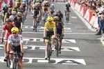 Chris Froome (Team Sky) brachte das gelbe Trikot sicher ins Ziel und wird es morgen in die Pyrenäen tragen. (Foto: Sirotti)