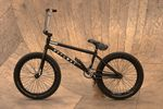 Evan Brandes fährt einen Getaway von Mankind Bike Company