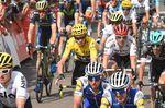 Chris Froome (Team Sky) kam mit dem Hauptfeld ins Ziel und sichert sich das gelbe Trikot für einen weiteren Tag. (Bild: Sirotti)