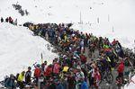 Und auf den Pässen liegt noch Schnee: Beim Giro müssen die Profis sich auf alle Witterungen gefasst machen. (Foto: Sirotti)