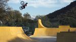 Banger über Banger und ein Haufen NBDs noch dazu – Alex Coleborn dreht in seinem neuen Video für Total BMX komplett frei. Gucken! SOFORT!