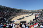 Die Arena in Nimes bot einen gebührenden Schauplatz zum Auftakt der Vuelta a España 2017. (Foto: Sirotti)