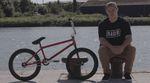 Leon Hoppe gönnt sich eine kurze Verschnaufpause auf der Great North Tour von Radio Bikes, um uns in diesem Videobikecheck sein aktuelles Rad vorzustellen.