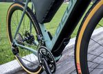 Die Akku-Motor-Kombination fügt sich nahtlos in das Design des Bikes ein und lässt sich bei Bedarf entnehmen.