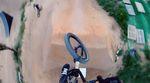 Sportliche Höchstleistung vor den Toren von Barcelona: Simon Moratz fährt in diesem Video alle Lines des La Poma Bike Parks in einem Rutsch durch.