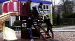 Steffen Kummer hat für dieses unterhaltsame Video die Waffenstadt Suhl in Thüringen unsicher gemacht und dabei eine Extraportion Humor bewiesen.