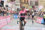 Simon Yates (Mitchelton-Scott) gewinnt seine zweite Etappe beim Giro d