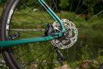Natürlich kommt ein gutes Gravel-Bike mit starken Discs daher.