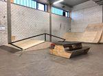 A-Frame-Rail und Picknicktisch in der Skatehalle des neun Jugendsportzentrum Ingolstadt