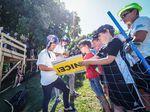 Autogrammstunde mit den VANS-Teamkollegen Sergio Layos und Tom van den Bogaard