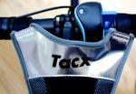 Der Schweißfänger schützt zwar den Rahmen und den Vorbau, der Lenker und somit auch der Widerstandshebel und dein Trainingscomputer liegen aber komplett frei.