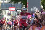 Kittel sprintet zum Sieg auf der zweiten Etappe von Arnhem nach Nijmegen. Foto: Sirotti