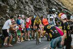 Greg Van Avermaet (BMC Racing Team) war ein Teil der Ausreißergruppe um Alaphillipe. Der Belgier ließ nicht locker und kam letztendlich als vierter ins Ziel, was ihm einen weiteren Zeitvorsprung vor seinen Rival um das gelbe Trikot gab. Der Belgier liegt 2:22 vor Geraint Thomas (Team Sky) in Führung. (Foto: © ASO)