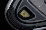 Die vordere Belüftungsöffnung in der Sohle und die Gummierung der Fußspitze des Shimano RP5. Gut erkennbar durch das Gitter des Lüftungsfensters, ist die Perforation der gelben Einlegesohle. Foto: Martin Schlichenmayer