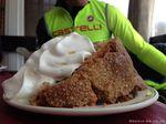 """Radfahren ist eine super Möglichkeit um Zeit mit deinen Freunden zu verbringen. Natürlich ist ein """"kleines"""" Stück Kuchen dabei nicht ausgeschlossen. @Media-24"""