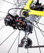 Ein Novum bei Rennrädern: Schaltwerk und Umwerfer der Rotor-Uno-Gruppe werden hydraulisch betätigt.