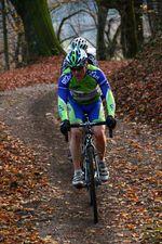 Die richtige Ausrüstung bringt dich sicher durch die kalten und dunklen Wintermonate - Cyclocrosser wissen meist am besten was man braucht.