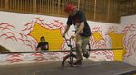 """Der Heresy-Chef Alexis Desolneux zeigt im Skatepark von Tampa ein paar interessante Manöver aus der Kategorie """"Flatland auf Hindernissen""""."""