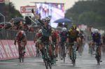 Sam Bennett (Bora-Hansgrohe) gewinnt seine zweite Etappe beim 101. Giro d
