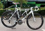 Das Emonda wird unter anderem von Fränk Schleck auf der Tour de France 2014 gefahren. Es wurde auch erst offiziell zum Tourstart vorgestellt und der Rahmen wiegt nur 690g.