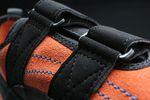 Kletterschuhe mit Velcro-Straps | iStock.com