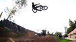 Larry Edgar wütet in diesem Video für SE Bikes wie ein Derwisch durch die Park- und Trailslandschaften von Südkalifornien. Hat der Typ den Boost, or what?!