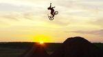 Ryan Nyquist ist auch mit 36 Jahren durchaus noch in der Lage, neue Tricks zu erfinden. Einige davon gibt es in diesem Dirtvideo für Haro Bikes zu sehen.