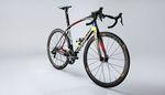 Chris Boardman ist ein Fan der Integration am LOOK 795 Aerolight. Nur Carbon kann in solche Formen gebracht werden. Das sollte man beachten, wenn man sich ein neues Rennrad kaufen will.