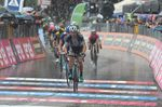 Davide Formolo (Bora-Hansgrohe) schlug Thibaut Pinot im Sprint um den zweiten Platz. (Foto: Sirotti)