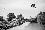Während die meisten Fahrer_innen den Schlachthof-Absprung nutzten, um die Hip des neue Obstacles zu springen, ballerte sich Daniel Juchatz aus der Leanwall rechts daneben in den Himmel von Flensburg