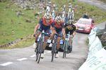 Nibali stürzte auf der Abfahrt vom, konnte aber wieder den Anschluss zur Gruppe mit Froome finden Auf dem letzten Anstieg, dem Alto De l