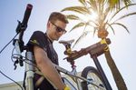 Web-Bike-Set-Up-unter-Palmen