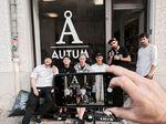 Kevin Nikulski und seine Homies vor dem Autum-Shop in Berlin-Neukölln