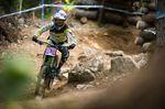 Downhillracerin Rachel Atherton in Aktion