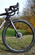 Langer radstand, flacher Winkel, lange Gabel und kurzes Oberrohr - das Rezept für ein komfortables Langstreckenbike.