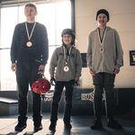 Die Top-3 in der Kids-Klasse bei der Stuttpark Session (v.l.n.r.): Leo Tietz (3.), Lennox Zimmermann (1.) und Louis Trieb (2.); Foto: Smail Mast