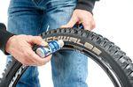 Schritt 4: Easy Fit oder ähnliches hilft, wenn ihr den Reifen aufziehen wollt. ©Martin Ohliger